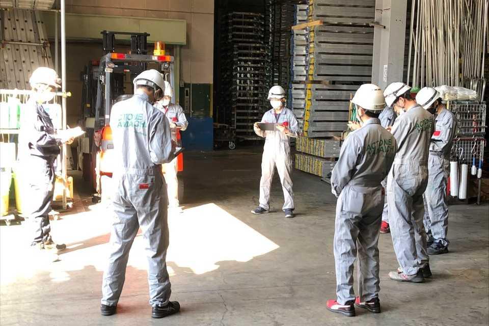 安全を最優先に、チームワークを発揮しながら業務に取り組んでいます!